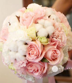 粉白棉花捧花